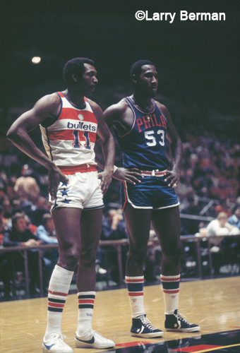 Darryl Dawkins and Elvin Hayes photo by Larry Berman