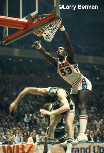 Darryl Dawkins photo by Larry Berman Dunking