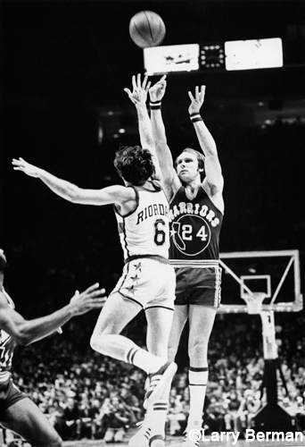 Rick Barry jump shot photo by Larry Berman