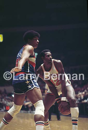 Spencer Haywood and Wes Unseld photo by Larry Berman